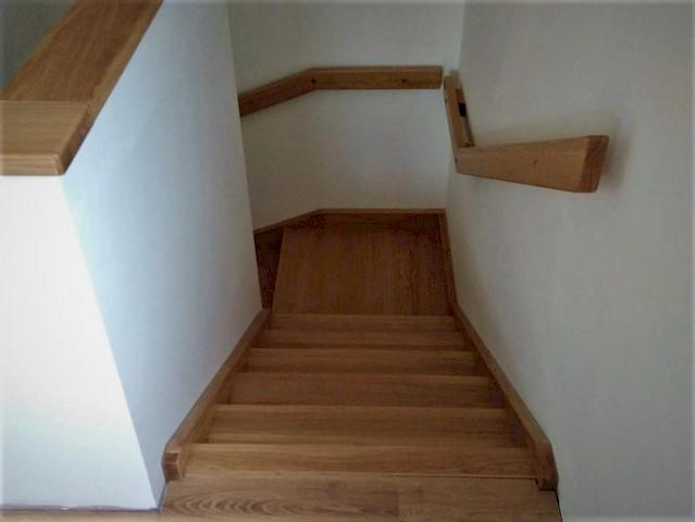schodiště s podstupnicemi
